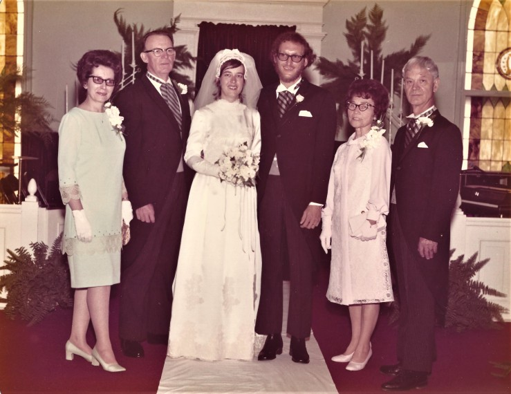 This image has an empty alt attribute; its file name is bill-shari-w-parents.jpg