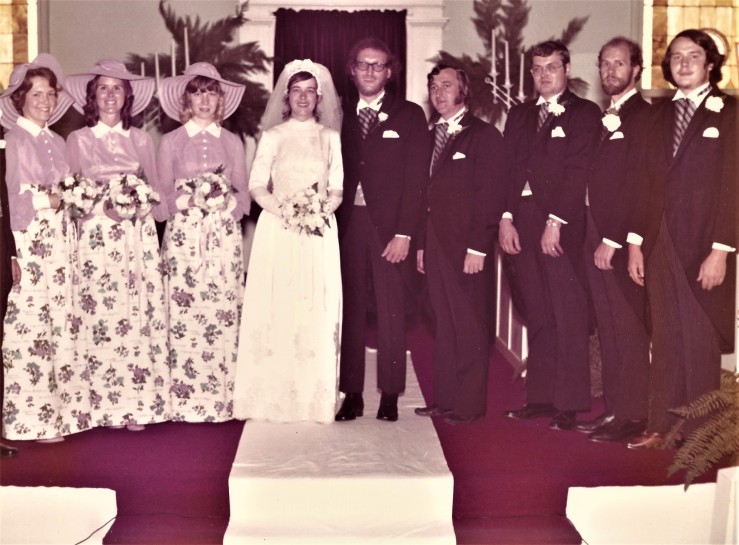 This image has an empty alt attribute; its file name is shari-bill-wedding-party.jpg